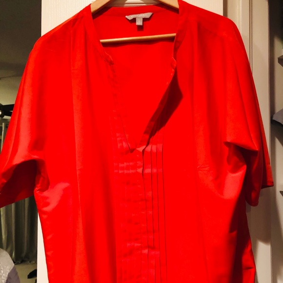Banana Republic Tops - Gorgeous shirt that can be dressed up easily